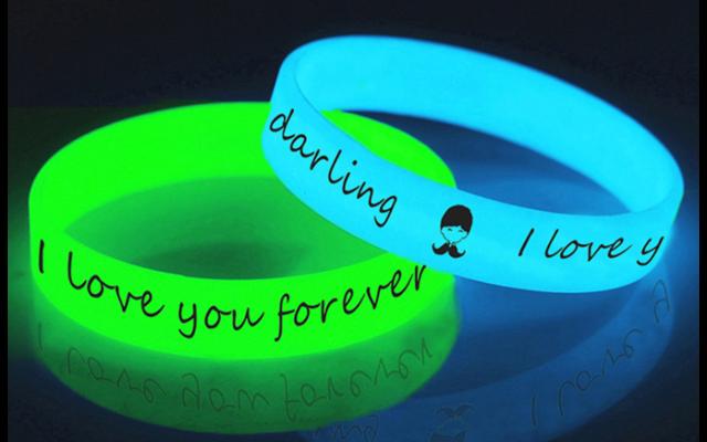 硅胶发光手环_硅胶发光手环为什么可以发光_硅胶发光手环的发光原理