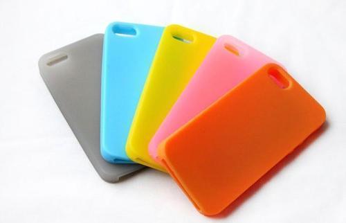 彩色硅胶手机套的样式多种多样,造型也是千奇百怪