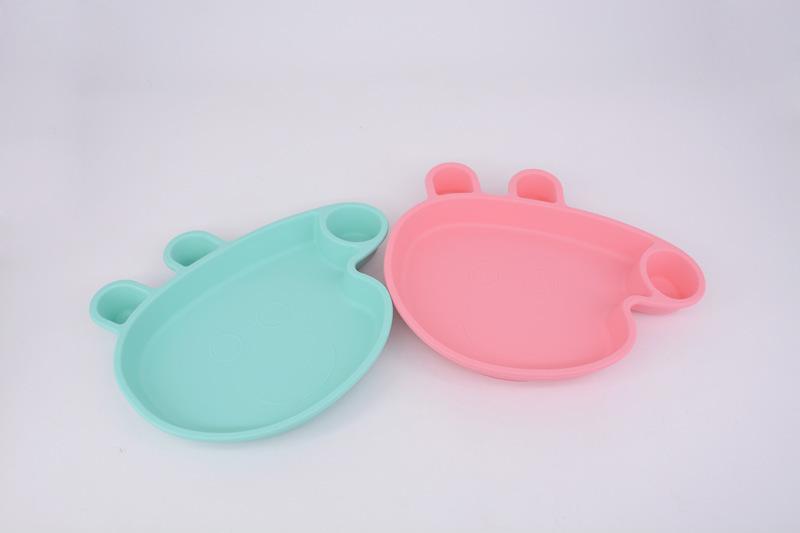 小猪佩奇硅胶餐盘对比