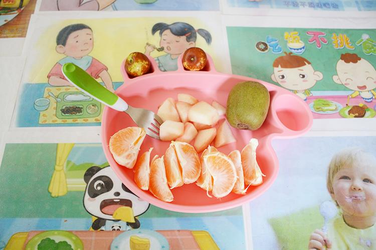 小猪佩奇硅胶餐盘高清图